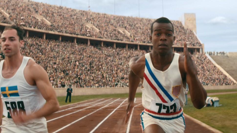 Race Jesse Owens runs 100 metres