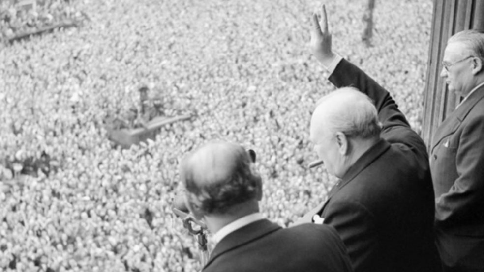 The Prime Minister addresses a crowd on VE day