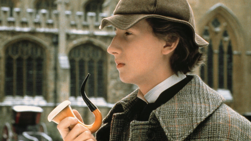 a review of the film young sherlock holmes Young sherlock holmes has 114 ratings and 7 reviews emrys said: overall, i really enjoyed this pulpy little novel i have been a sherlock holmes fan sin.
